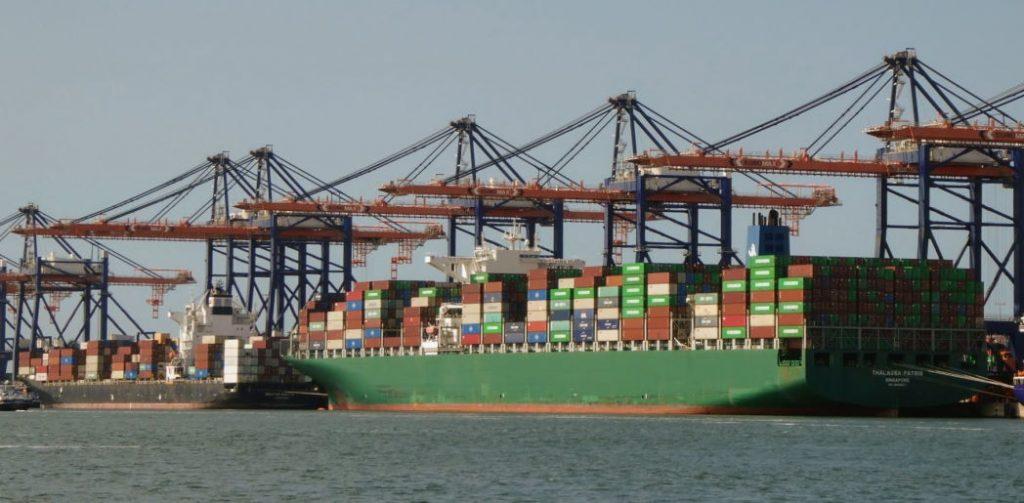 Containerschip uit Signapore
