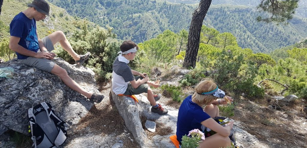 Lunchen in parc natural Sierras de Tejeda, Almijara y Alhama