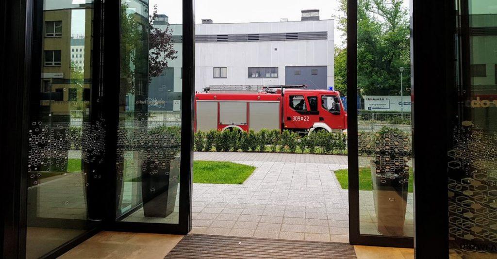 Brandweerwagen voor hotel
