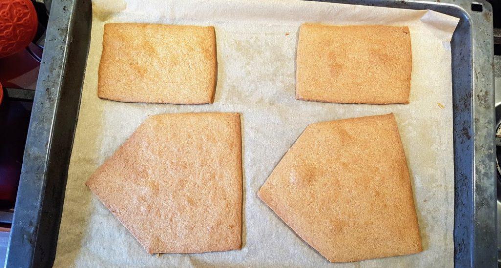 Gingerbread: voor-, achter- en zijkanten huisje