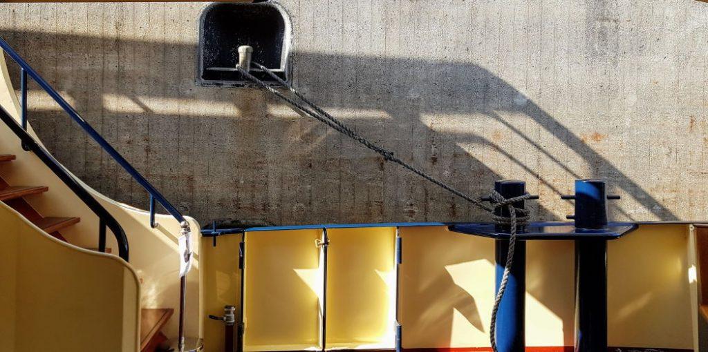 Salonboot in sluis
